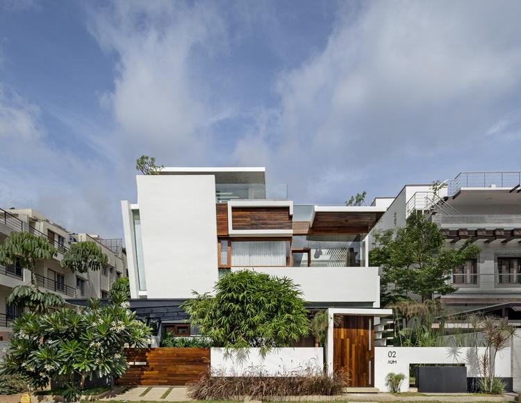 แบบบ้าน3ชั้น Walls House สไตล์โมเดิร์นทรอปิคอล