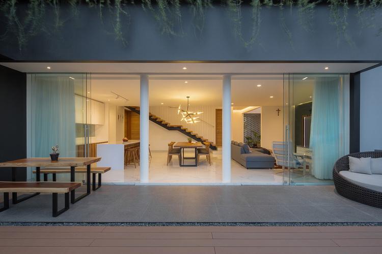 แบบบ้านโมเดิร์น สีเทา H+M House