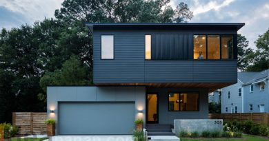 บ้านสีเทาดำ Chappell Smith