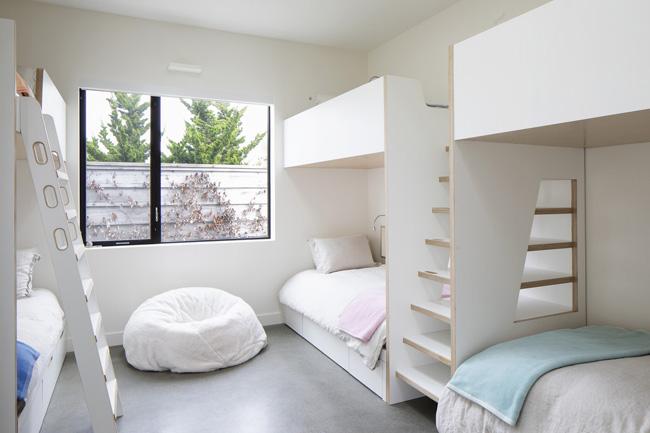 ห้องนอนเล็กเป็นเตียงสองชั้น