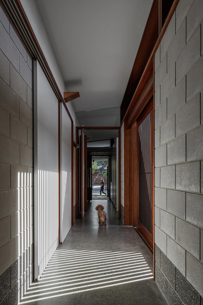 โถงทางเดินภายในบ้านทรงหมาแหงน