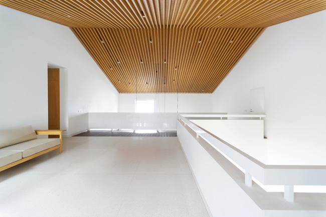แบบบ้านสวยๆ จัดพื้นที่โถงบันไดไว้พักนั่งเล่นในแบบ