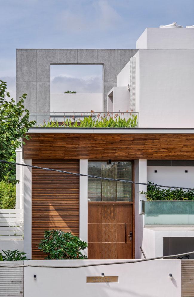 รูปแบบบ้านด้านหน้าตกแต่งด้วยต้นไม้ แบบบ้าน2ชั้นครึ่ง